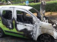 Dieser Fiat brannte am 1. Juni in Ober-Werbe komplett aus. Die Polizei geht von einem technischen Defekt aus.