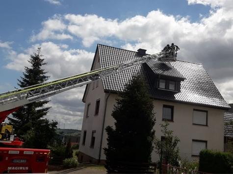 Glanzruß hatte sich am 3. Juli in einem Schornstein entzündet - Feuerwehrkräfte mussten das Haus in der Knappstraße schützen.