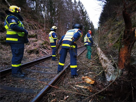 Orkantief Victoria rief Polizei, THW und Feuerwehren auf den Plan.