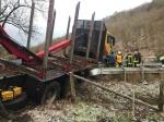 Die L 3085 musste am Dienstagmorgen führ mehrere Stunden gesperrt werden - Polizei, Hessen Mobil und Feuerwehren verhinderten Schlimmeres