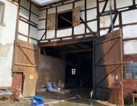 In der Netzer Straße in Böhne war Müll in Brand geraten, die Flammen drohten auf die Scheune und das Haupthaus überzugreifen.