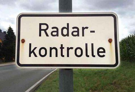 Auf der Landesstraße zwischen Adorf und Vasbeck wird eine Geschwindigkeitskontrolle durchgeführt